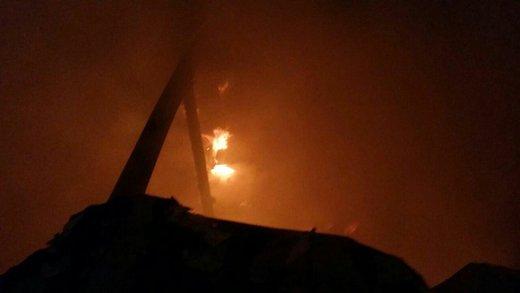 آتش سوزی کارگاه مبل و مصنوعات چوبی در بزرگراه آزادگان