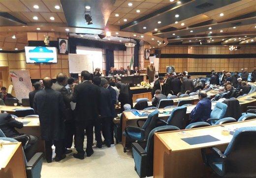 زد و خورد در مجمع عمومی خانه احزاب