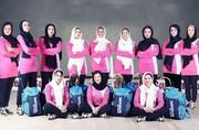 عکس یادگاری هانیه توسلی و تیم اسکواش هنرمندان زن پس از درختکاری