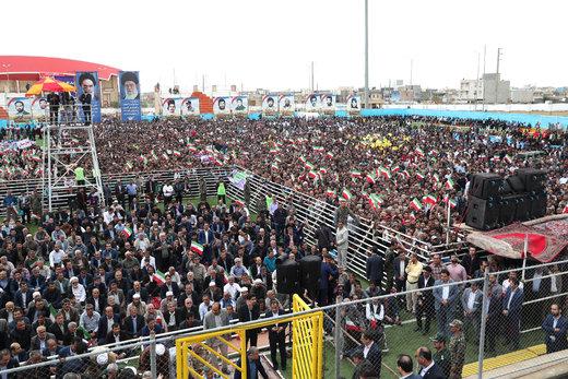 سخنرانی رئیس جمهور در اجتماع پرشور مردم در ورزشگاه شهدای کنگان
