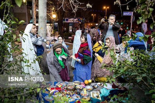 مراسم قاشقزنی در محله یوسفآباد تهران