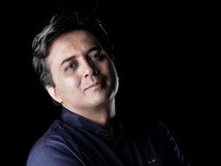 انتقاد صریح مجید اخشابی: پشت هر خواننده جدید، تهیهکنندهای نشسته و در حال چرتکه انداختن است