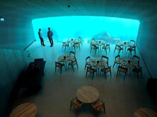 نمای داخلی یک رستوران در زیر آب در نروژ