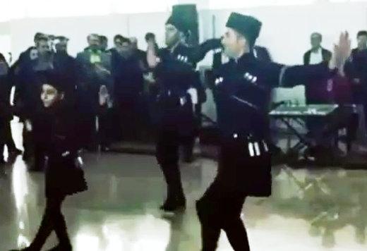 فیلم   رقص آذربایجانی در استقبال از مسافران فرودگاه ماکو