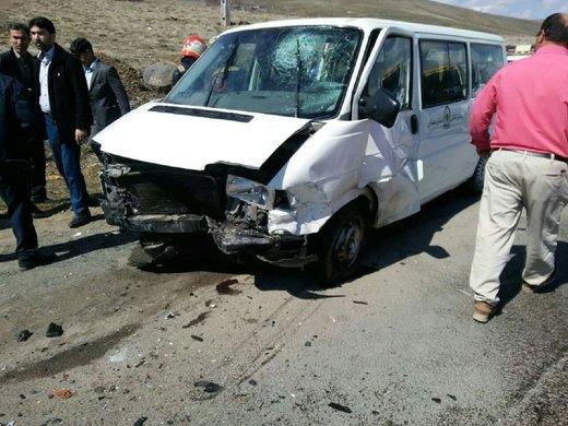 در برخورد پژو پارس با خودرو گشت ارشاد ۷ نفر کشته و مجروح شدند