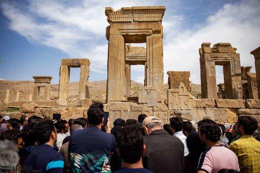 بنای تاریخی تخت جمشید شهربازی شد