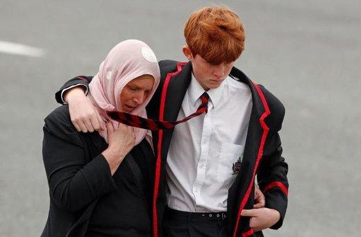 حجاب مردم محلی در مراسم تشییع مسلمانانی که قربانی ترور شدند