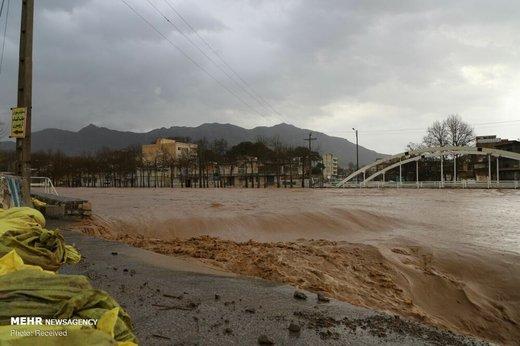 سیلابی شدن مسیل ها و رودخانه های لرستان