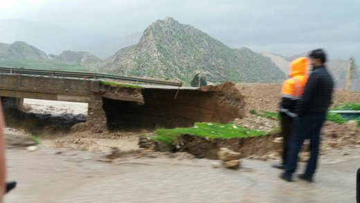 تخریب جاده ترانزیتی خرم آباد پلدختر توسط سیل