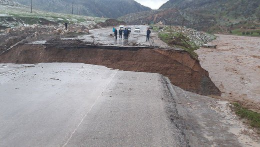 حادثه در معمولان، جاده سراسری خرمآباد به خوزستان در محور دولگپ، بخش معمولان، در اثر سیل قطع شد