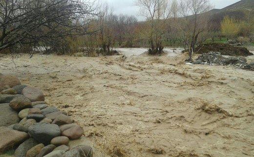 مراکز خدماتی-رفاهی در بستر رودخانه های شمیرانات تخلیه شد