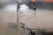 مونوپاد | سیل امامزاده اسماعیل کهک راه روستا را مسدود کرد