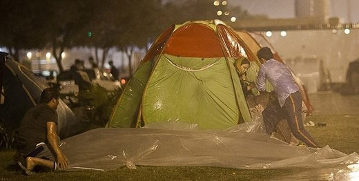 بارش باران ۶۰۰ مسافر را در نزدیکی پایتخت زمینگیر کرد
