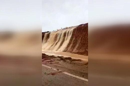 فیلم | سیلاب در خیابان هفتتنان شیراز