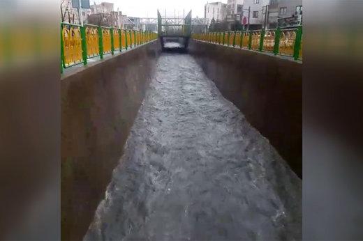 مونوپاد | جریان خروشان آب در مسیل باختر تهران