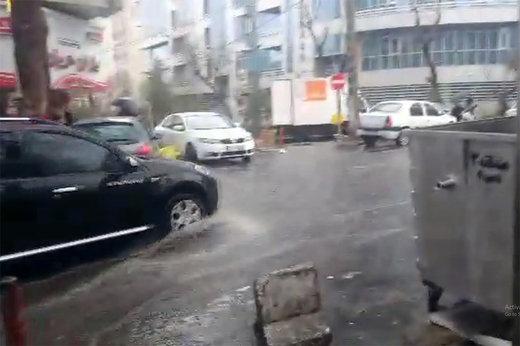 مونوپاد   شدت بارش و انباشت آب در خیابان ظفر تهران