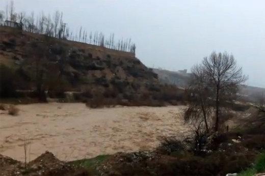 مونوپاد   جریان سیلاب در پل مهریان یاسوج