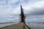 فیلم |  انفجار جاده چارقلی به گمیشان برای بازشدن راه خروج آب