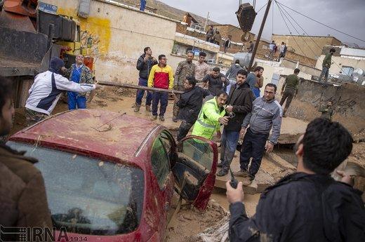 واکنش کاربران خبرآنلاین به عکس تکاندهنده سیل شیراز؛ از طعنه و متلک به مسئولان تا استخدام مربی خارجی!