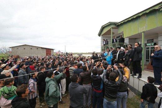 گفتوگوی رئیسجمهور با مردم سیلزده روستای چن سبلی آق قلا