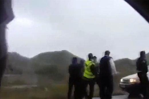 فیلم | زد و خورد مامور پلیس راهور با یک راننده در جنوب کشور