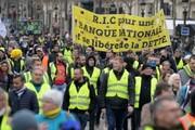 مکرون همچنان اسیر جلیقه زردهاست/ تداوم اعتراضات در کف خیابان
