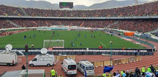 گوینده ورزشگاه آزادی: هواداران فوتبال، خودشان را برای حضور زنان آماده کنند