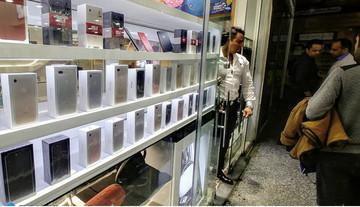 چرا بازار گوشی تلفن همراه منتظر کاهش قیمتهاست؟