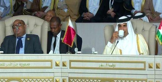 امیر قطر در حرکتی اعتراضی نشست اتحادیه عرب را ترک کرد