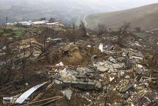 رانش زمین و ریزش بخشی از کوه در روستای گلی از توابع بجنورد