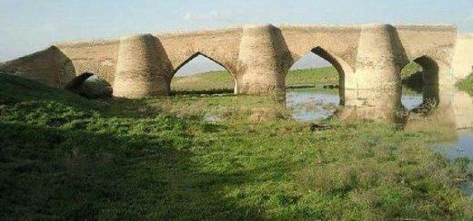 سیل به تعدادی از بناهای تاریخی همدان آسیب زد