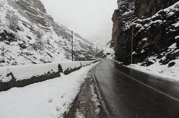 تداوم بارش برف و باران در جادههای این ۱۰ استان