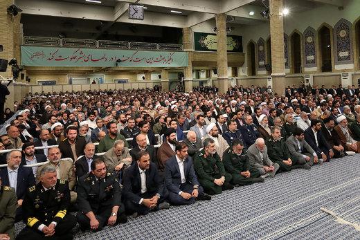 دیدار مردم و مسئولین با رهبر انقلاب به مناسبت مبعث