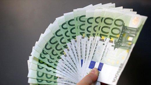 کاهش قیمت دلار  در بازار/ یورو ۱۵.۵۰۰ تومان شد
