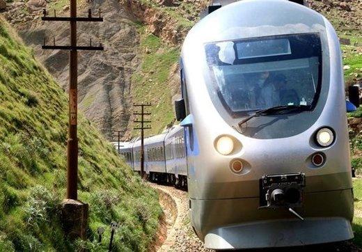 اعزام قطار امداد برای بردن آذوقه به مناطق سیلزده