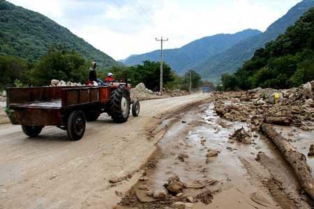 جاده معمولان پس از سه روز کار طاقت فرسا به صورت موقت باز شد