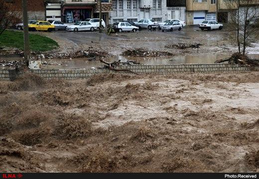 کاظمی نماینده استان خوزستان در مجلس: بیش از ۳۰ هزار نفر در پلدختر کفش ندارند