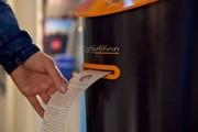 ابتکاری برای جدا کردن مردم از تلفنهای همراه و گسترش کتابخوانی