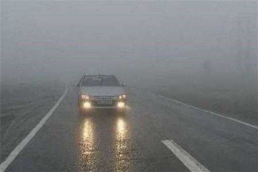 بارش برف در جاده چالوس/ آخرین وضعیت جادههای کشور