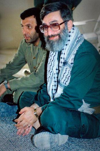 آیتالله خامنهای رهبر معظم انقلاب اسلامی در لباس پاسدار