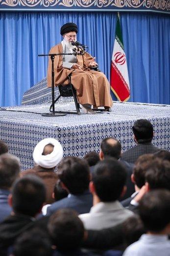 دیدار جمعی از پاسداران و خانوادههای آنان با آیتالله خامنهای، رهبر معظم انقلاب اسلامی