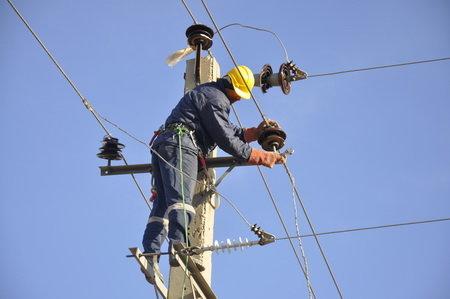 برق ۴ روستای لرستان با همکاری کوهنوردان وصل شد