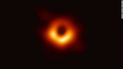 اولین تصویر واقعی از یک سیاهچاله را ببینید