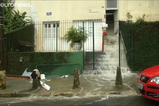 استاندار خوزستان:سیلابی که به سمت اهواز می آمد مهار شد/برخی از مردم در برابر تخلیه منازل شان مقاومت می کنند