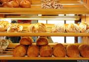 رئیس اتحادیه نان فانتزی تهران: اگر نان را گران نکنید وزن چانه را کم میکنیم