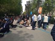 رئیسی در میان نمازگزاران تهرانی/ عکس