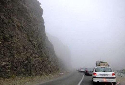 مسافران مراقب باشند/ مهگرفتگی جادههای اردبیل و محور کرج - چالوس