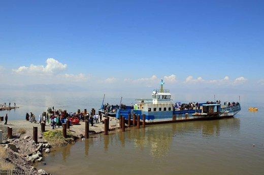 ارومیه, کشتی ابزار حملونقل در آب