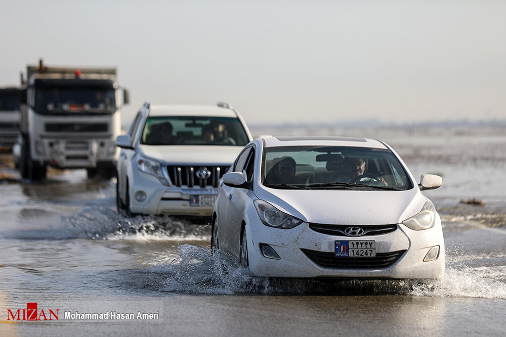 Image result for ورود سیلاب به جاده اهواز - آبادان