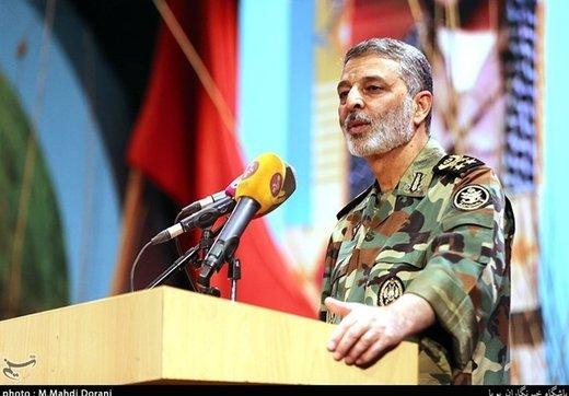 فرمانده ارتش: تلاش مذبوحانه دشمن درباره سپاه خللی در عزم نیروهای انقلاب ایجاد نمیکند